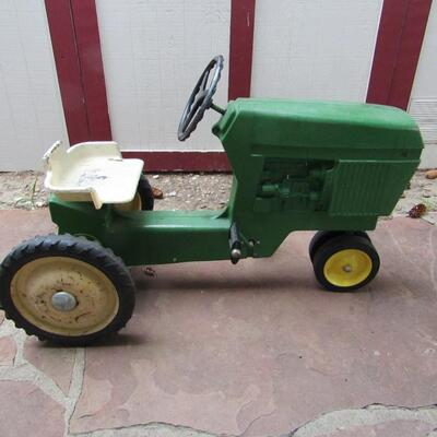 LOT 1  CHILD'S JOHN DEERE PEDDLE TRACTOR WITH CART