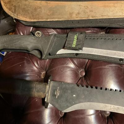 3 machetes