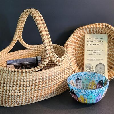 Lot 32: Charleston Sweetgrass Basket Lot & More