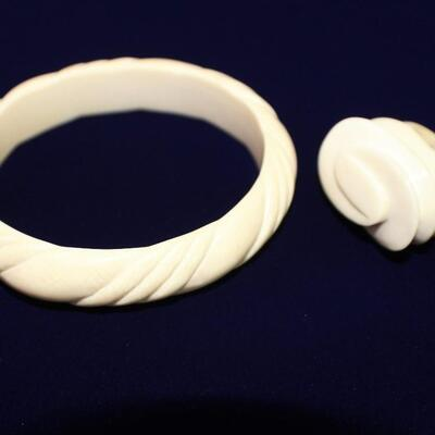 LOT#C9: Ivory Bangle & Ring [FL ID REQUIRED AT PICKUP]
