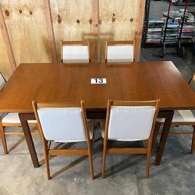 LOT#H13: Believed to be MCM Morris Glasgow Table