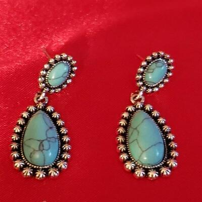 Vintage Sterling silver  Native turquoise  earings 12 2 g