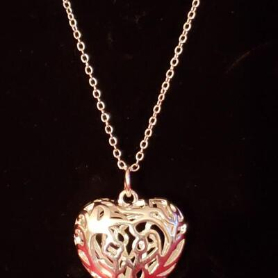 Sterling silver necklace with sterling heart pendant 17.5 g