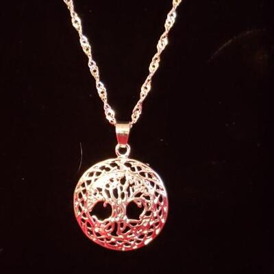 Sterling silver necklace and pendant 15.3g
