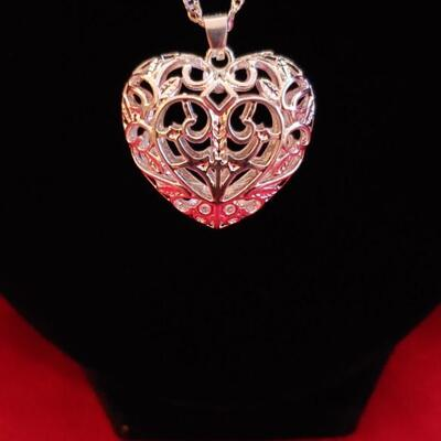 Sterling silver necklace and heart pendant 18..1 g