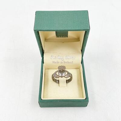 STERLING SILVER CLADDAGH RING - APPROX SIZE 9