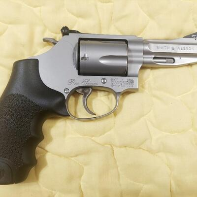 SMITH & WESSON MODEL 60 .357 REVOLVER - WITH EXTRAS *NO SHIPPING