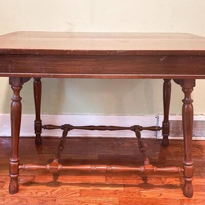 VINTAGE SOLID WOOD EXPANDING TABLE W/ LEAF