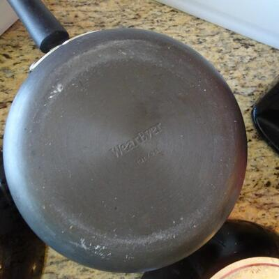 LOT 787.  PANS AND KITCHEN ITEMS
