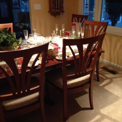 Thomasville Dining Table, 2 leaves, and 8 Chairs