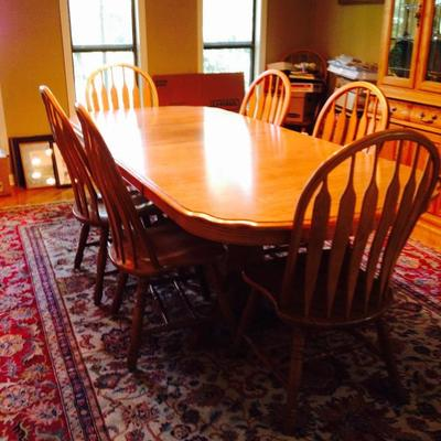 Solid Oak - includes 2 leafs & 8 chairs