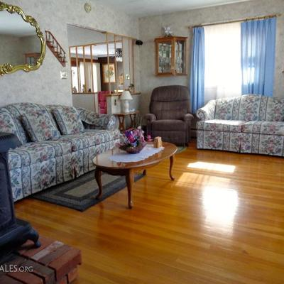 Broyhill Sofa and Love Seat Like New Condition