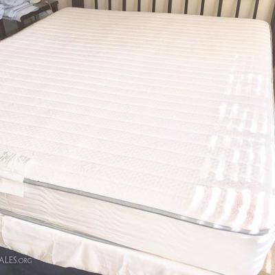 Simmons cal king bed set like new!