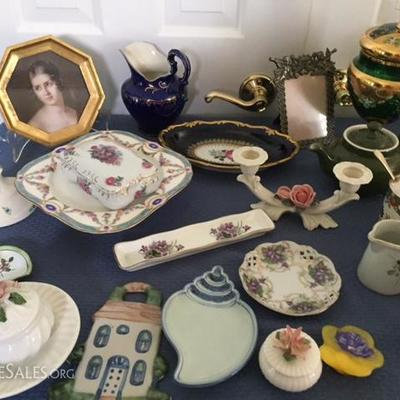 Variety of china and pottery pieces.