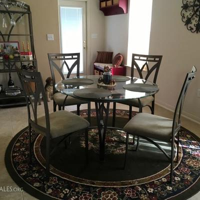 Round Glasstop Dining table w/ 4 Chairs