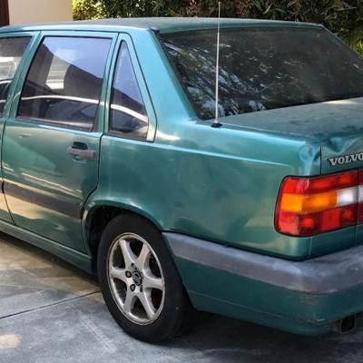 Attention Mechanics! 1994 Volvo 850 Turbo (SOLD AS IS) Car starts, breaks need repair, and car has been registered as non-operational so...
