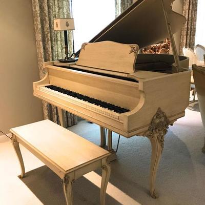 Stunning W. W. KIMBALL Baby Grand Piano