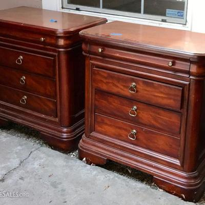 4 Poster King Bed And Pair of Matching Night Stands