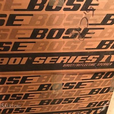 BOSE 901 Series IV Speakers.