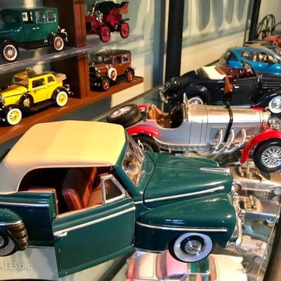 Collectible cars; die-cast model cars; approx. 100 of them! 1:18 size mainly, with models made by Maisto, Hotwheels, Welly ...  From...