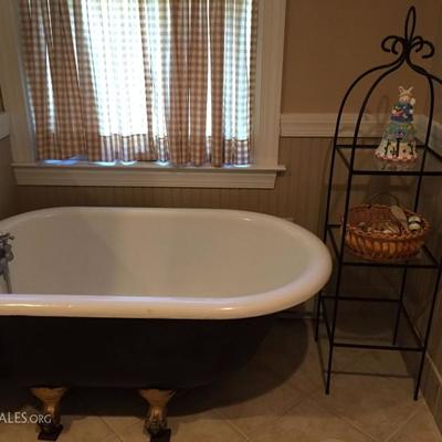 Children's Size Claw Foot Tub.