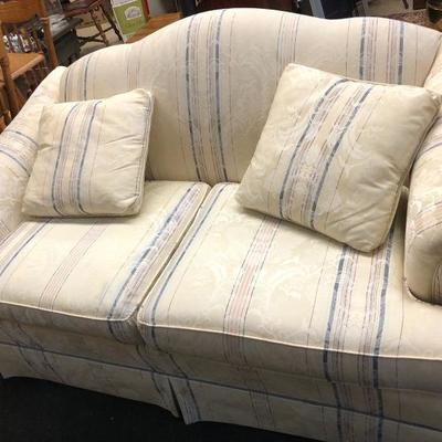 60in wide Love Seat in perfect condition $145 OBO