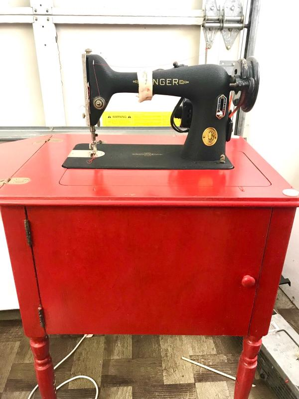 Another gorgeous Singer. One of five flawlessly working sewing machines available