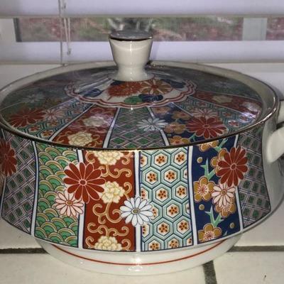Vintage ARITA Imari Fan made in Japan. Hand-Painted Porcelain Tureen or Covered Serving Bowl