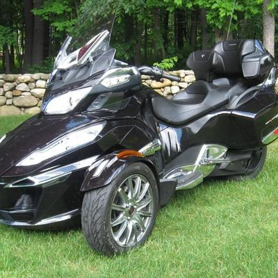 2014 CAN-AM Spyder RT Limited with extras only 1900 miles $19,600.00 E-mail patty@atticandall.com or call 603-521-5626 for more...