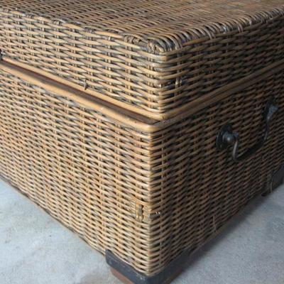 EX-L storage chest
