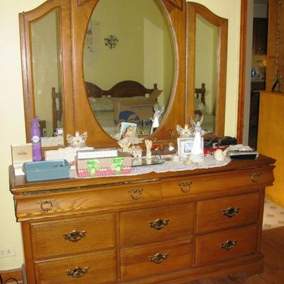 OAK DRESSER WITH MIRROR  BUY ME NOW 125.00