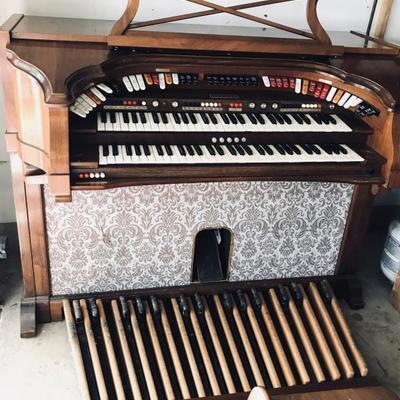 Antique Baldwin organ. $125