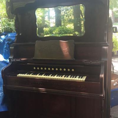 Estey Pump Organ.