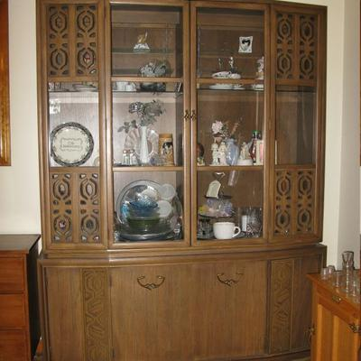 Krolher dining room set, china cabinet, table, leaves and 6 chairs                                            BUY IT NOW  $ 365.00