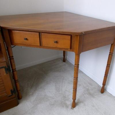 Corner desk/table $49