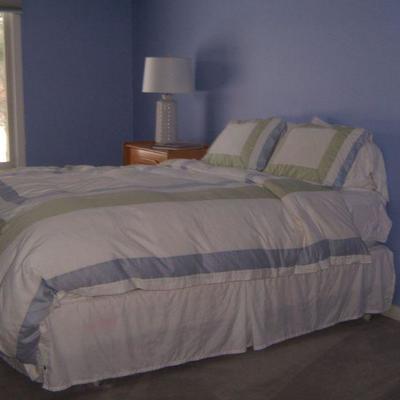 Queen bedroom set 1 of 2 sets