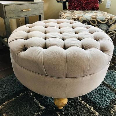 Safavieh round tufted ottoman (27