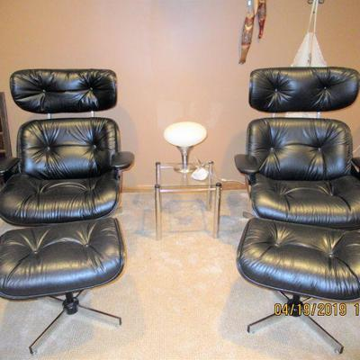 A PAIR OF SELIG LOUNGE CHAIRS, IN THE STYLE OF THE EAMES 670 LOUNGE CHAIRS