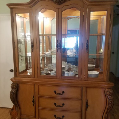 China cabinet..matches table and chair set