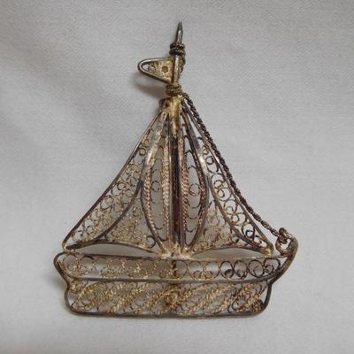 Silver Sailboat Pin