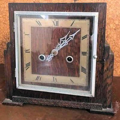 APT016 Vintage Wooden Clock from England