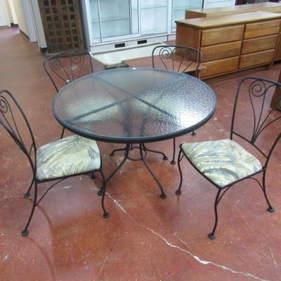 Iron patio table and 4 matching chairs