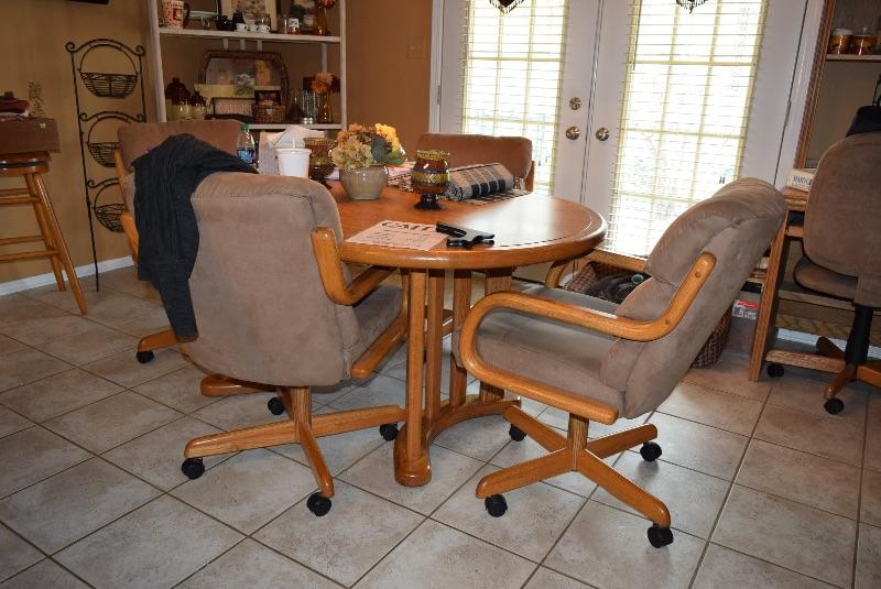 Kitchen Table, With Chairs on Wheels, Home Decor