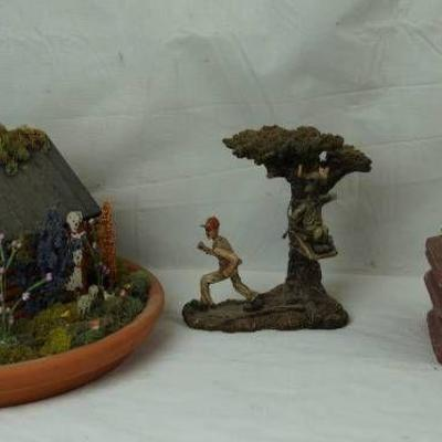 Lot of Figurines - Water Fountain - Pump Powers on