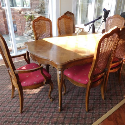 Thomasville  Dining Table and Chairs w/2 Leaves