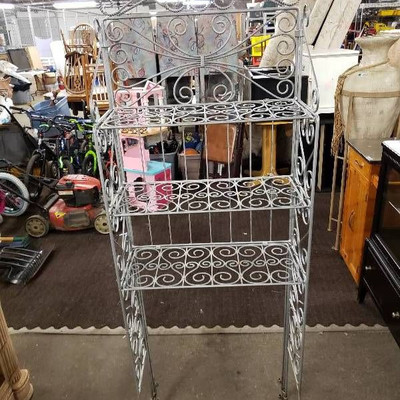 Metal 3 Tier Decorative Shelf