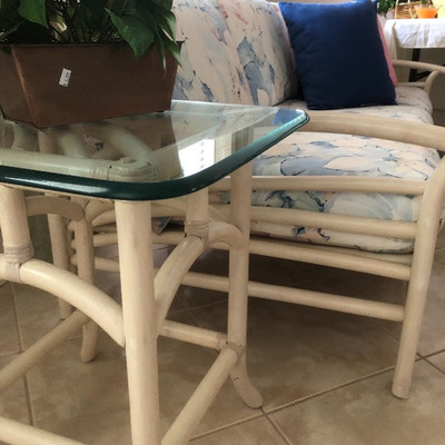 "Matching Whitewashed Rattan end table w/20"" square glass top"