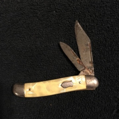Pearl Inlaid with Shield Double Blade Knife