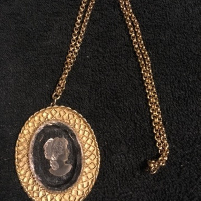 Cut Glass Cameo in Goldtone Necklace