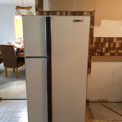 side by side fridge $200 OBO will sell prior to the sale MUST GO call 630-290-3825 Sonny